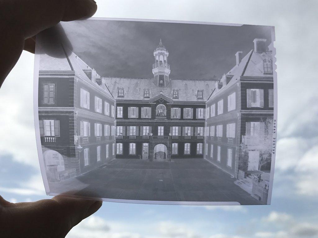 Hôtel de Lassus, le négatif